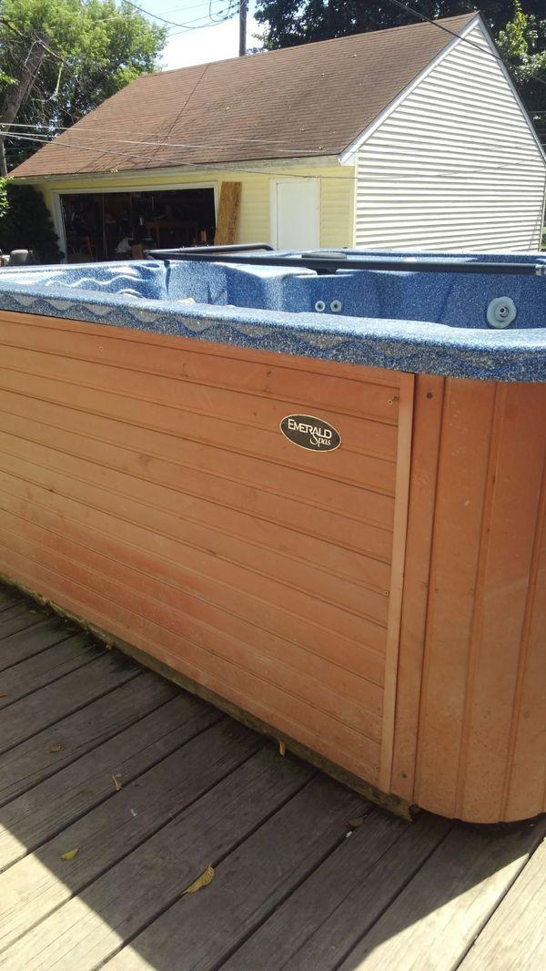 Emerald spa 6 person hot tub.