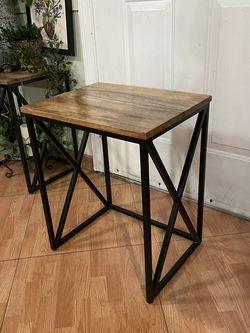 Accent Side Table / Mesita for Sale in Vernon,  CA
