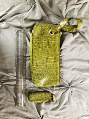 Green wristlet for Sale in Cleveland, OH