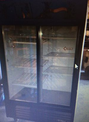 True 2 section glass door merchandiser w/sliding doors, white for Sale in Payson, AZ
