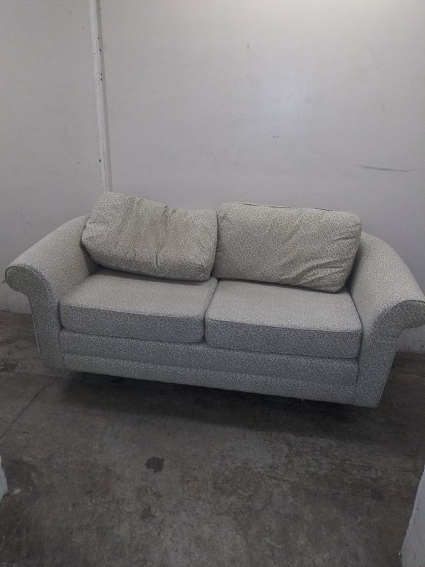 Pull out bed couch
