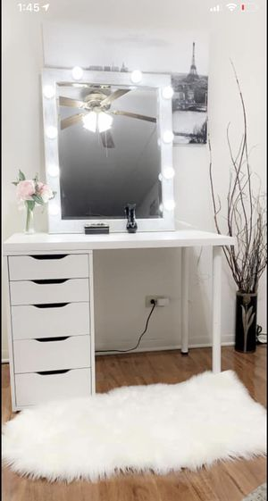 New vanity makeup table 5 deep drawers with large hollywood light mirror all new available delivery for Sale in Des Plaines, IL