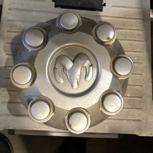 03-12 DODGE RAM 2500 3500 STOCK 8 LUG CENTER CAP Silver Paint for Sale in Downey, CA