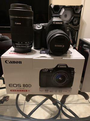 Canon eos 80d mint barely used and extras for Sale in Phoenix, AZ