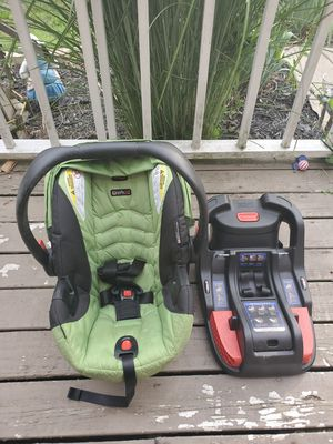 Britax B-safe 35 infant carrier with base for Sale in Huber Heights, OH
