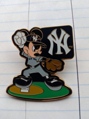 NY Yankees Micky Mouse Pin. RARE. for Sale in Spanaway, WA