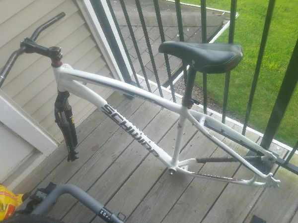 Schwinn bike frame for 29in whheels