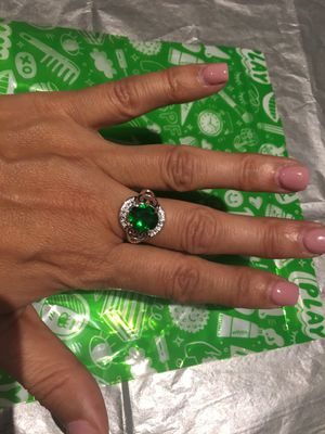925 Sterling Silver Plated Simulated Emerald Ring Women Size 8 $6 for Sale in Avondale, AZ