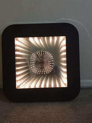 """Collectible 18""""x18"""" infinity light tunnel mirror wall art signed by Doug durkee 2000 still available for pick up in Gaithersburg md20877 for Sale in Gaithersburg, MD"""