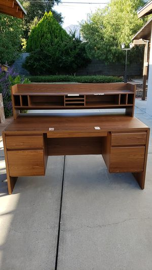 Desk with detachable hutch for Sale in Pasadena, CA