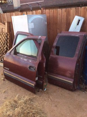 1999 to 2006 CHEVY SILVERADO GMC DOORS for Sale in Hesperia, CA