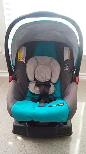 Graco car seat with a base for Sale in San Mateo, CA