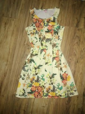 Yellow dress for Sale in Denham Springs, LA