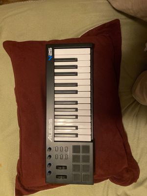 Alesia v25 midi keyboard/piano 25keys for Sale in Cleveland, OH
