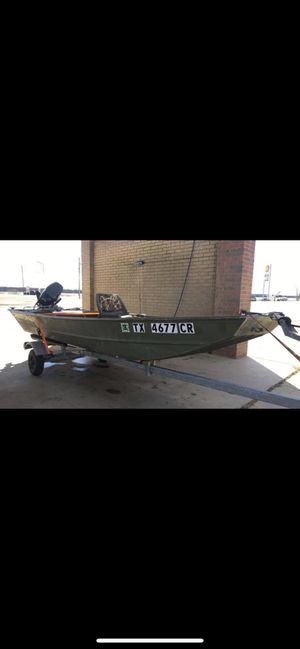 2010 Crestliner Jon Boat, paired with outboard 25hp Yamaha W/trailer for Sale in Saginaw, TX