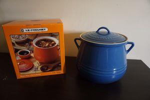 Le creuset bean pot 4.5 quart blue color for Sale in Alexandria, VA