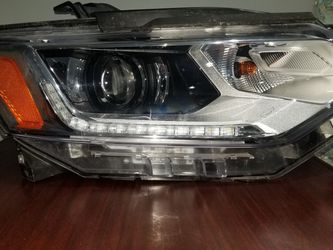 2020 Traverse Headlight (Right Side, Passenger Side) for Sale in Chicago,  IL
