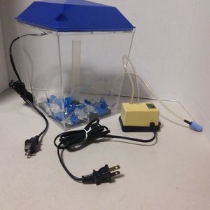 1 GALLON LIGHTED AQUARIUM, WITH FILTERED BOARD, AIR PUMP, GRAVEL, PVC HOSE for Sale in Calexico, CA