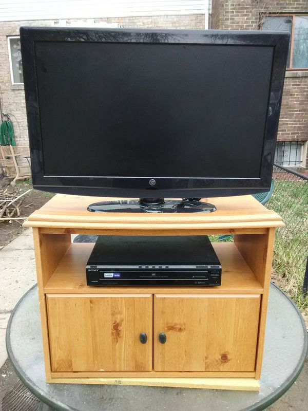Westinghouse 32 inch LCD TV with 2 HDMI ports and Sony 5 discs DVD player with stand