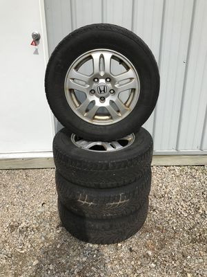 """Four 15"""" Honda alloy rims with 205/70 R 15 96 H Nokian Tires for Sale in Menasha, WI"""