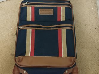 """Tommy Hilfiger 21"""" Carry On Suitcase for Sale in Everett,  WA"""