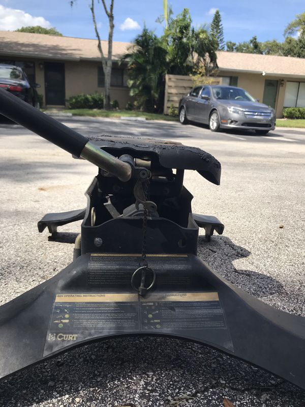 Curt 5th wheel hitch for trailers and car hauling