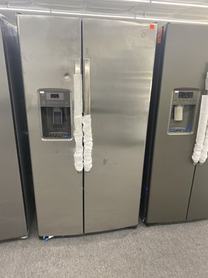 GE Refrigerator with one year warranty for Sale in Snellville, GA