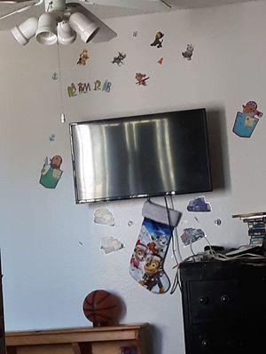 32 inch flat screen 50.00 for Sale in Glendale, AZ