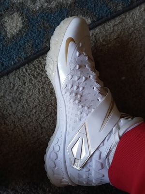 Nike 27's white and gold for Sale in San Jose, CA