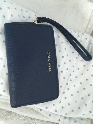 Cole Haan wristlet/wallet for Sale in Jersey City, NJ
