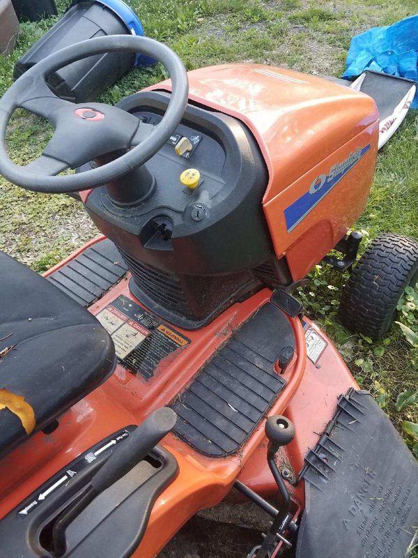Simplicity Regant Lawn Tractor