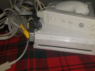 White Wii Nintendo System for Sale in Vancouver,  WA