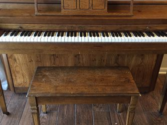 Vintage Winter & Co Upright Piano (needs tuned) for Sale in Leander, TX