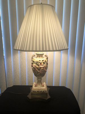 Stunning Antique Capodimonte Table Lamp for Sale in Aloma, FL