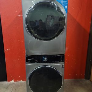 Midea Washer And Electric Dryer Set Good Working Condition Set For $449 for Sale in Lakewood, CO