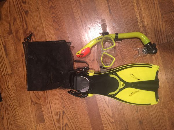 Brand New Kids Snorkel/Mask/Fins Set- fits size 1-4.5