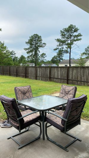 Outdoor furniture set 4 chairs and a table for Sale in Richlands, NC