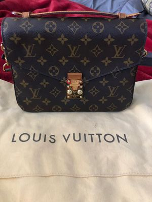 Louis Vuitton bag for Sale in Everett, WA