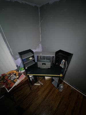 Black and silver corner desk. Good condition. Pick up only for Sale in Edgewater Park, NJ