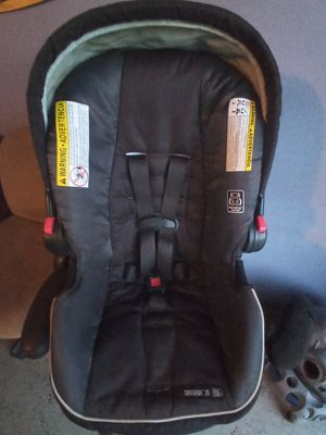GRACO SNUGRIDE 35 BABY CAR SEAT for Sale in Deltona, FL