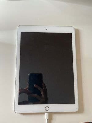Apple Ipad (6th generation) for Sale in San Diego, CA