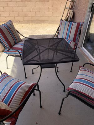 Patio Set In excellent condition for Sale in North Las Vegas, NV