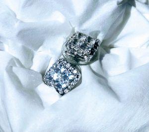 Genuine Diamond Earrings (Beautiful ) for Sale in Fenton, MO