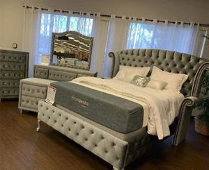 (Brand New In Boxes) Queen Size Gray Velvet Crystal Tuft Bedroom Set for Sale in Atlanta, GA