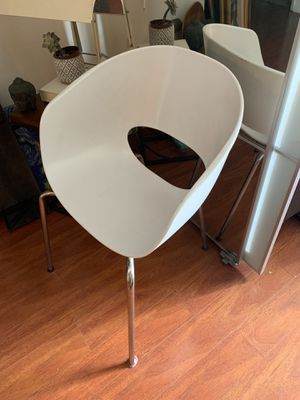 Chairs, lamps, refrigerator, microwave, kitchen, box springs and bed frames. One mattress, two bikes, 2 desks. And more for Sale in Los Angeles, CA