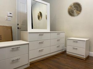 NEW MIRROR DRESSER AND TWO NIGHTSTANDS for Sale in Orlando, FL