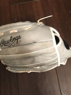 Rawlings Softball Glove for Sale in Whittier,  CA