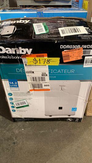 Danby 30-Pint Dehumidifier with Bucket for Sale in Phoenix, AZ
