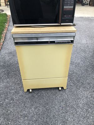 Free - Vintage Dish Washer and Microwave for Sale in McCook, IL
