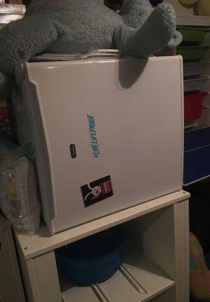 Mini fridge for Sale in Germantown, MD